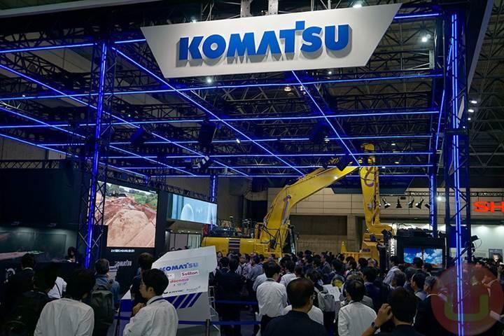 Komatsu otonom inşaat araçlarını görücüye çıkardı