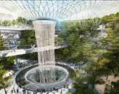 Singapur Changi Havalimanı'nda yer alan dünyanın en büyük kapalı alan şelalesi