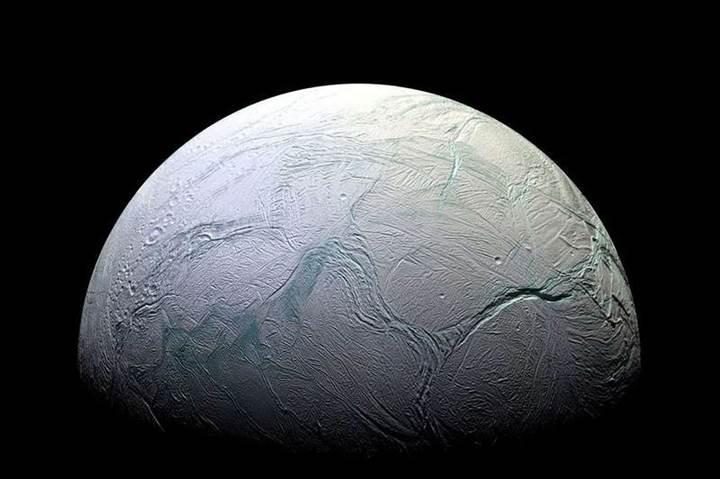 Rus milyarder Yuri Milner, uzaylı aramak için Enceladus'a gidiyor