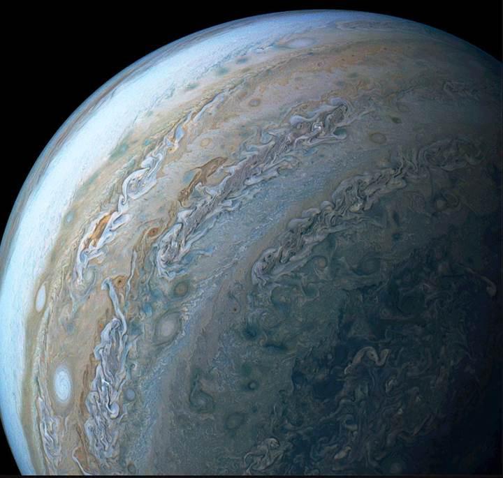 Juno uzay aracı, Jüpiter'de 'yunus' görüntüledi