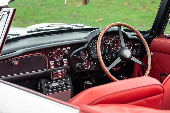 Aston Martin klasik otomobillerini elektrikliye dönüştürüyor
