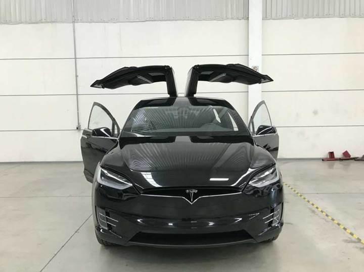 Karşınızda kurşun geçirmez Tesla Model X