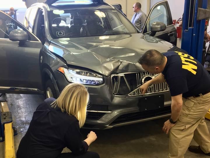 Sürücüsüz araçlar ABD'de saldırıya uğruyor; silahla ateş eden bile var!