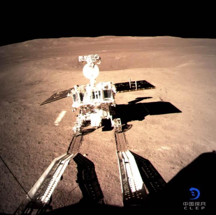 Çin'in keşif aracı, Ay'da ilk 'ayak izlerini' bıraktı: İşte fotoğraf