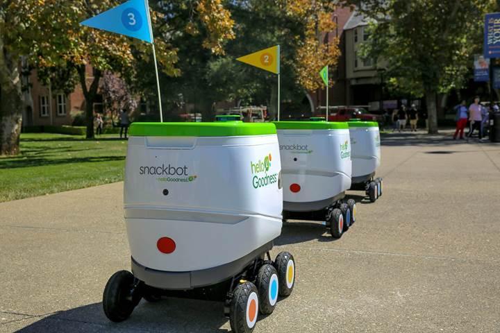 PepsiCo üniversite öğrencilerine otonom robot ile abur cubur dağıtıyor