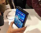 -Dünyanın ilk katlanabilir telefonu: Royole FlexPai<br/><br/>Önümüzdeki yılların trendi olacağı tahmin edilen 'katlanabilir telefon'ların ilk temsilcisi