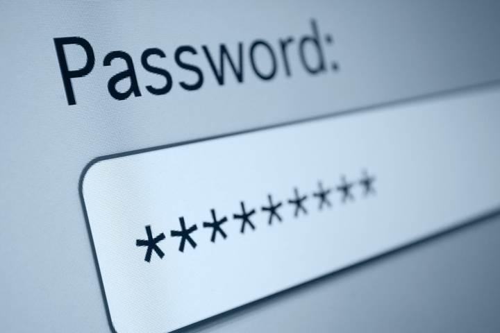 Chrome OS kayıtlı şifreleri göstermek için kimlik doğrulaması isteyecek