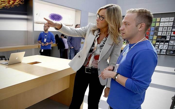 Apple satış mağazalarının şefi görevini bırakıyor