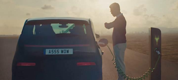 Toyota, yeni Corolla'nın reklamında elektrikli araçlarla alay etti