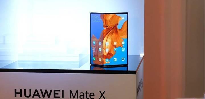 Huawei CEO'su: Samsung Galaxy Fold'un tasarımı iyi değil