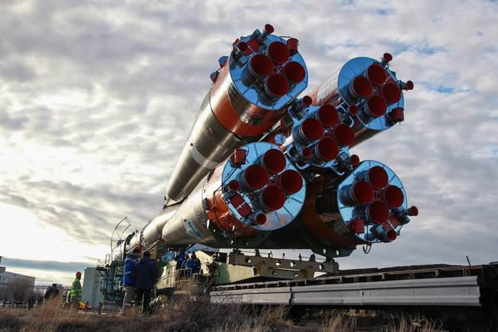 İki Rus roketi aynı gün farklı kıtalardan fırlatılacak
