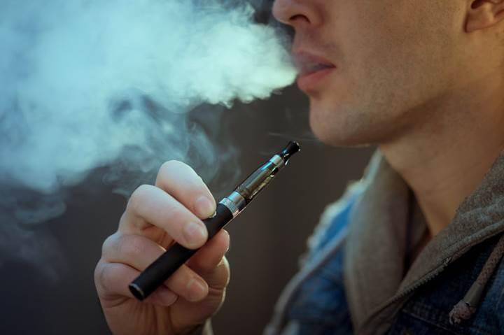 FDA, e-sigaralar yüzünden insanların nöbet geçirip geçirmediğini araştırıyor