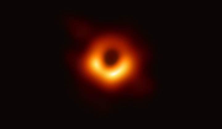 Bir kara deliğin ilk fotoğrafı yayınlandı: İşte tarihi görüntü