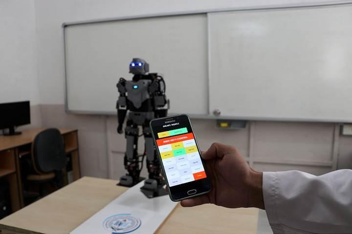 Denizlili iki lise öğrencisi insansı robot yaptı