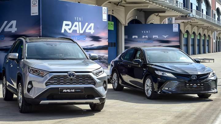 Yeni Toyota Camry Hybrid ve RAV4 Hybrid Türkiye'de! İşte fiyatı ve özellikleri: