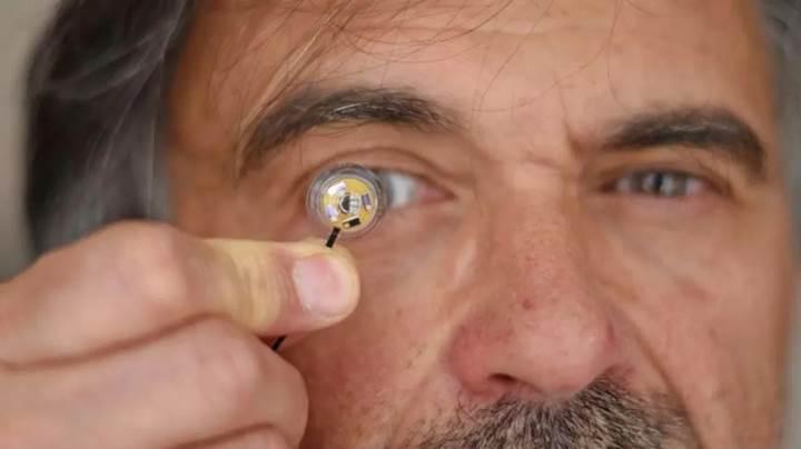 Görevimiz Tehlike filminden fırlamış kontakt lens