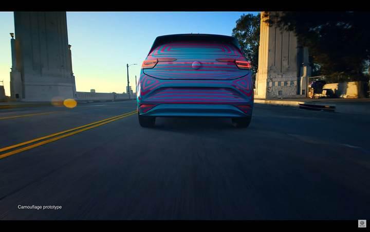 Golf boyutlarındaki elektrikli Volkswagen ID.3'ün yeni görüntüleri ortaya çıktı