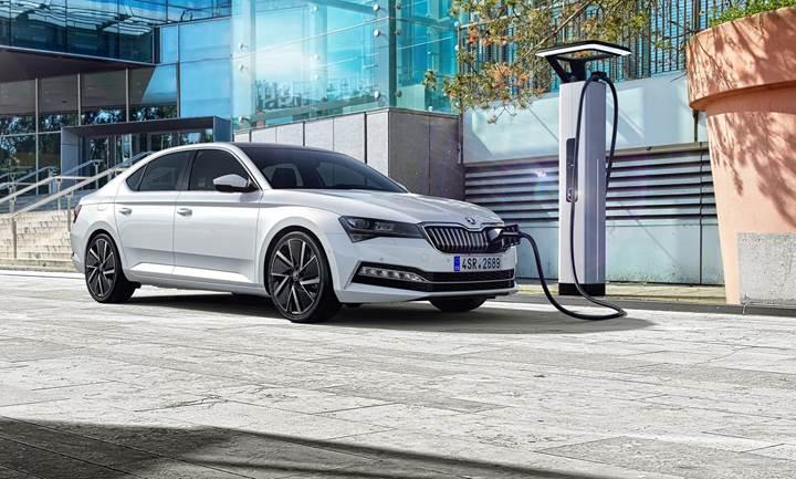 2019 Skoda Superb tanıtıldı: Hibrit seçeneği ve yeni teknolojiler