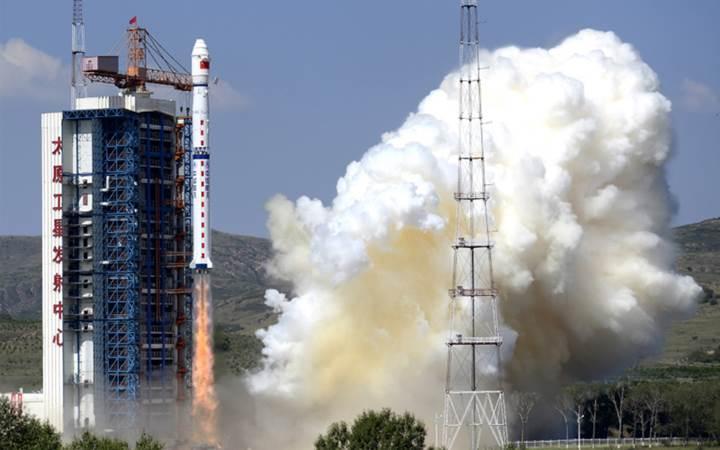 Çin'in uzaya gönderdiği roket paramparça oldu: İşte o anlar