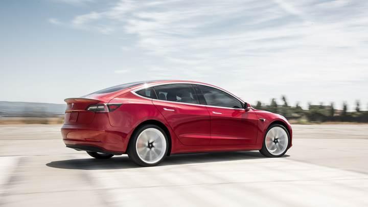 Çin'de üretilecek Tesla Model 3'ün fiyatı açıklandı