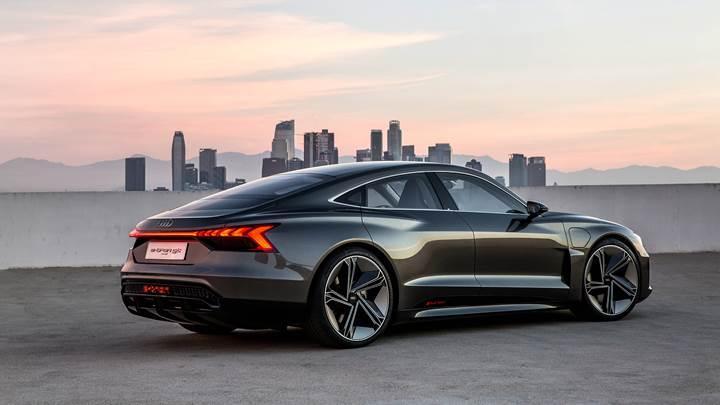 Audi e-tron GT'nin tasarımı sızdırıldı: Üretim versiyonu konsepte çok yakın olacak