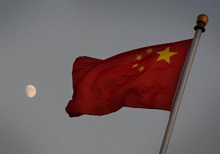 Çin, 'denizden uzaya' roket fırlattı: İşte o anlar