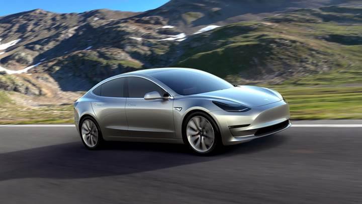 Elon Musk, 645 km menzilli Tesla modelinin çok yakında geleceğini açıkladı