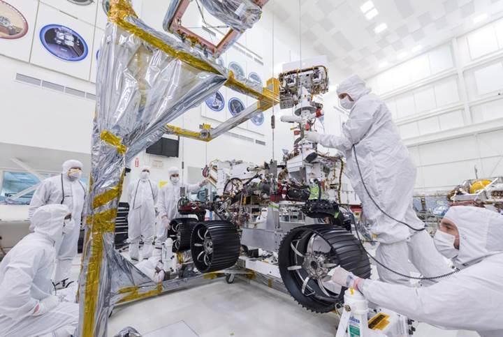 NASA'nın 2020 keşif robotu, yeni tekerleklerine kavuştu