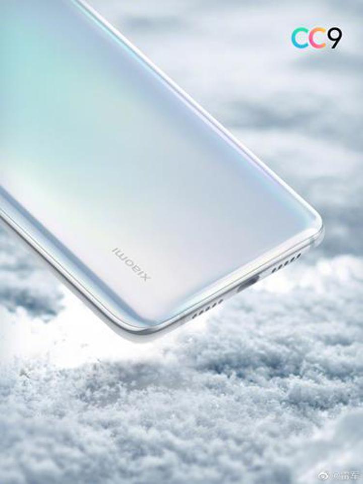 Xiaomi Mi CC9'un beyaz versiyonu resmi basın görselleri ile karşımızda