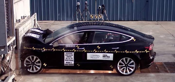 Tesla Model 3, Euro NCAP çarpışma testlerinde en iyi derecelerden birini elde etti