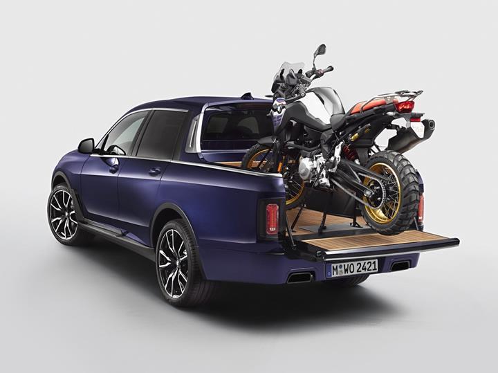 BMW X7, özel bir etkinlik için pickup'a dönüştürüldü