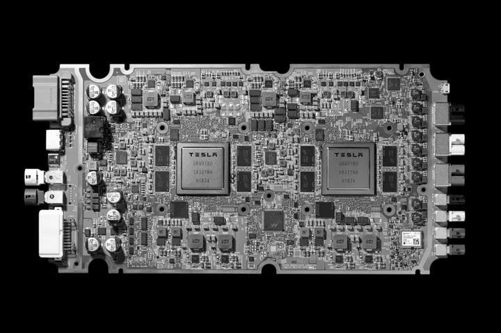 Tesla, otonom sürüş bilgisayarlarını yıl bitmeden güncellemeye başlayacak
