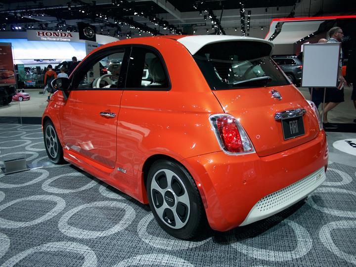 Fiat, elektrikli 500'ün üretimi için 700 milyon euro yatırım açıkladı