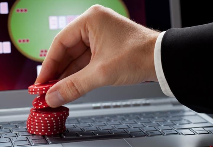 Facebook tarafından geliştirilen yapay zeka, profesyonel poker oyuncularını yendi