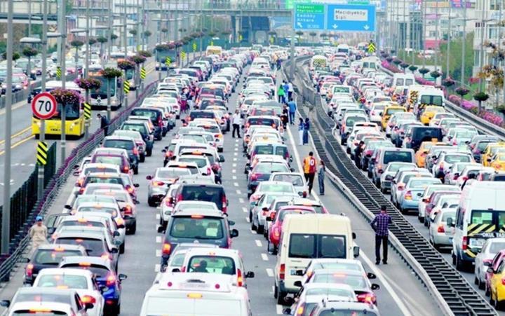 İstanbul'un trafik sorunu hem cebimizi yakıyor hem de hayatımızı kısıtlıyor