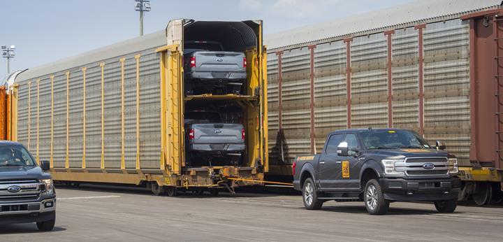 Elektrikli Ford F-150 pickup, 570 tonluk tren vagonlarını çekti