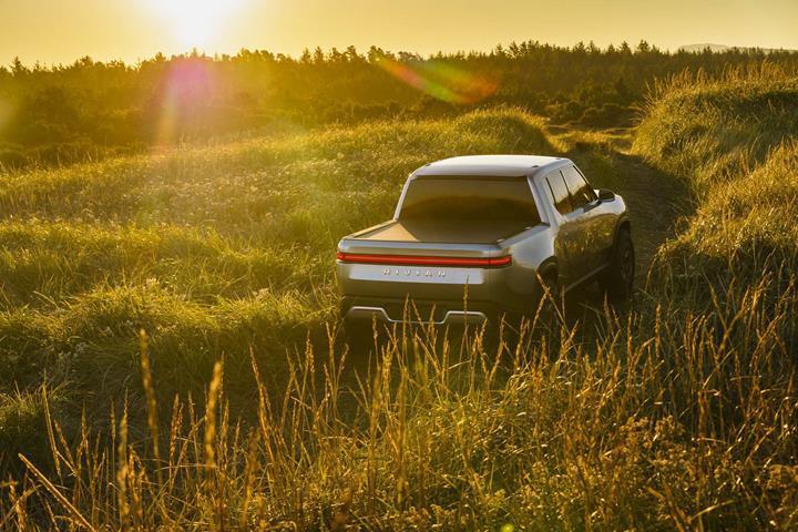 Rivian'ın elektrikli pickup modeli 'tank dönüşü' özelliğiyle gündemde