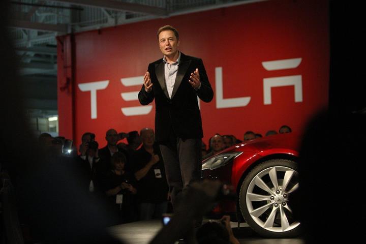 Tesla'nın kurucularından JB Straubel şirketteki yöneticilik görevinden ayrılıyor