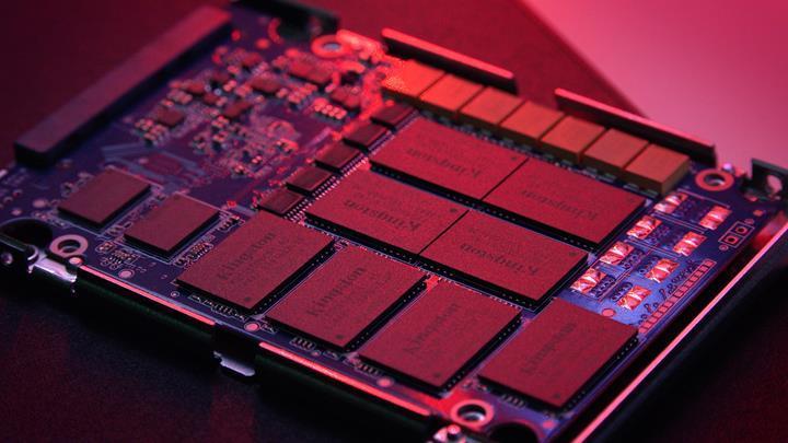 Tantalum kapasitörlü devasa SSD