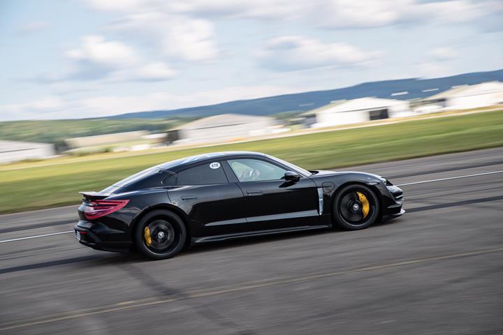Porsche Taycan'ın 0-200 km/s hızlanma süresi 10 saniyenin altında