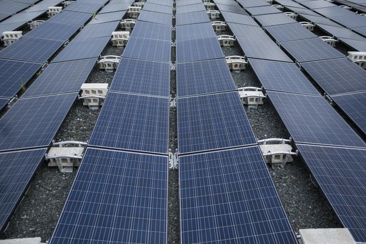 Güneş enerjisi panelleri alev alan Walmart, Tesla'yı dava etti