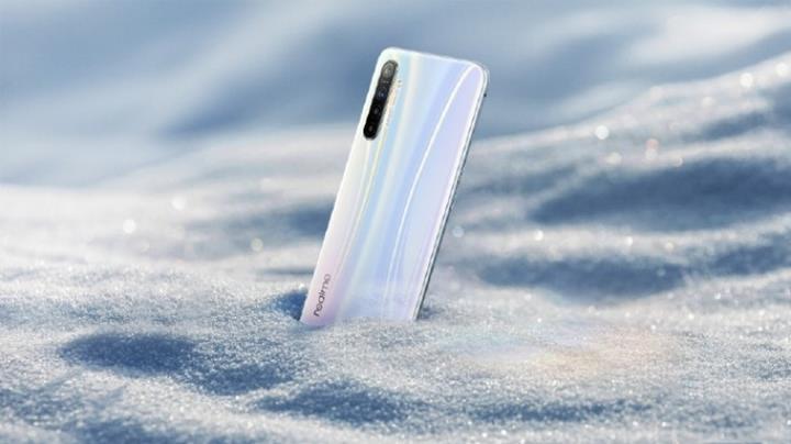 Realme XT modelinin ilk resmi görseli paylaşıldı