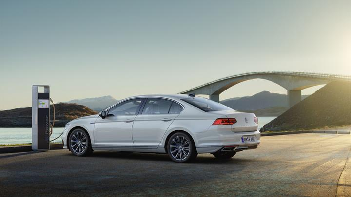 2020 Volkswagen Passat GTE, daha uzun menziliyle Avrupa'da satışa sunuldu