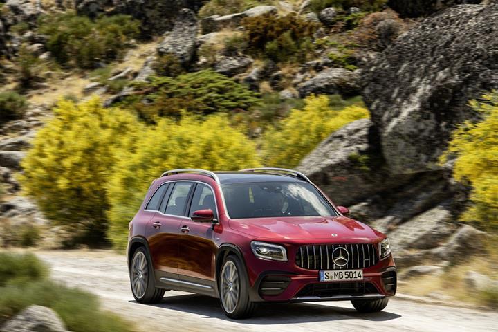 Mercedes-AMG GLB 35 tanıtıldı: Yedi koltuklu performans