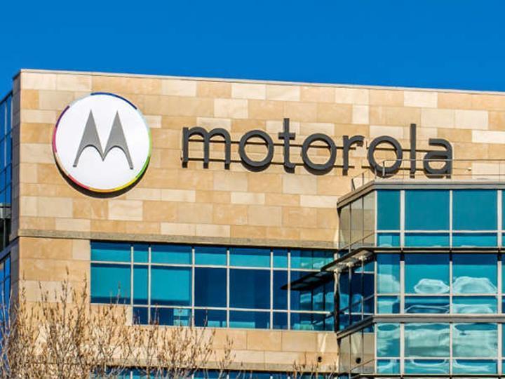 Motorola'nın açılır kameraya sahip akıllı telefonunun canlı görüntüsü ortaya çıktı