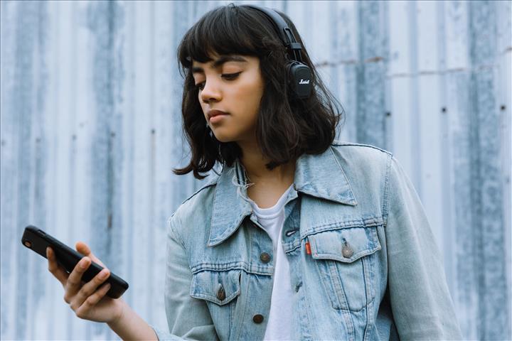 Marshall Major III Voice kulaklıklar Google Asistan ve 60 saat pil ömrüyle geliyor