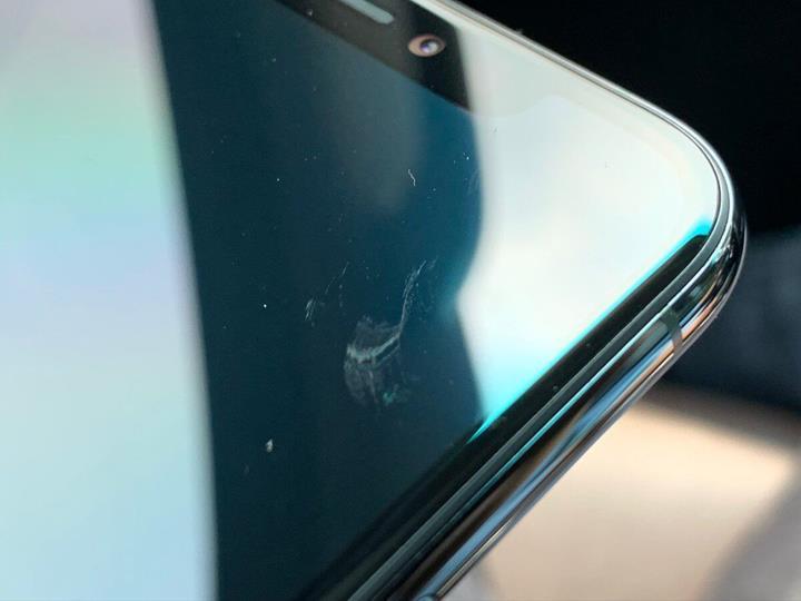 iPhone 11 kullanıcıları ekran camının kolay çizilmesinden şikayetçi