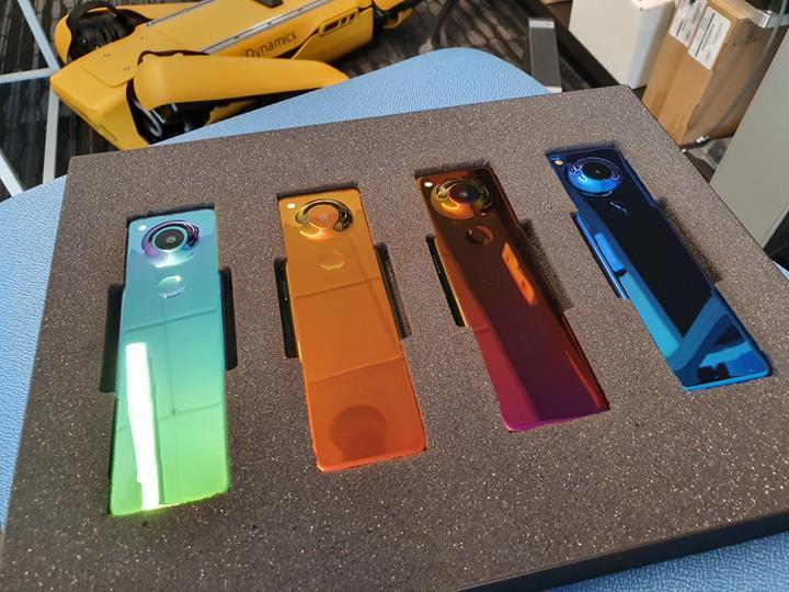 Essential yeni 'kumanda tasarımlı' cep telefonuyla Project GEM'i tanıttı