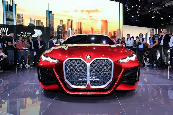 BMW yeni modellerde böbrek ızgarasını büyütmeye devam edecek