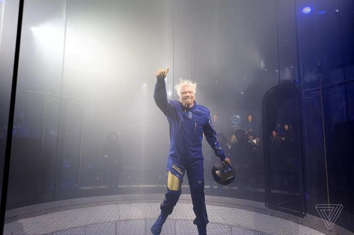 Virgin Galactic, Under Armour tarafından geliştirilen uzay kıyafetlerini tanıttı